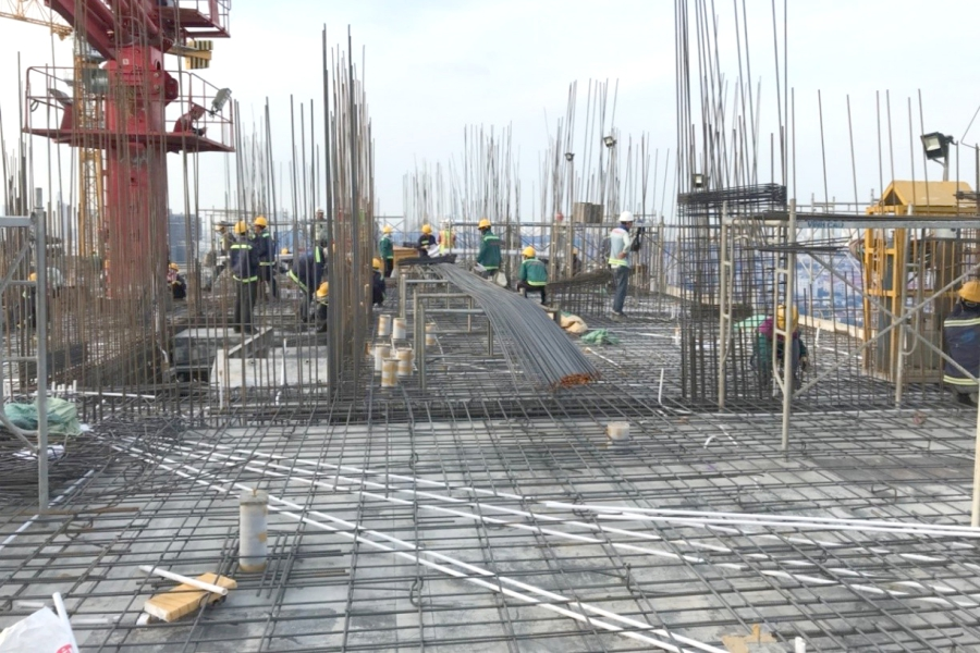Installating rebar at level 23 slab