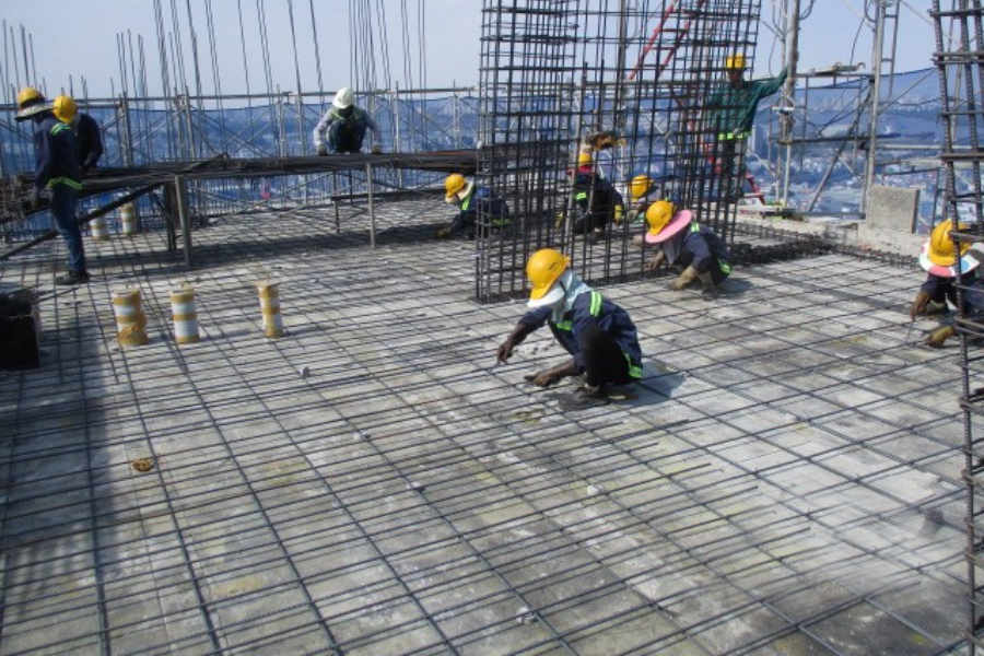 Installating rebar at level 30 slab